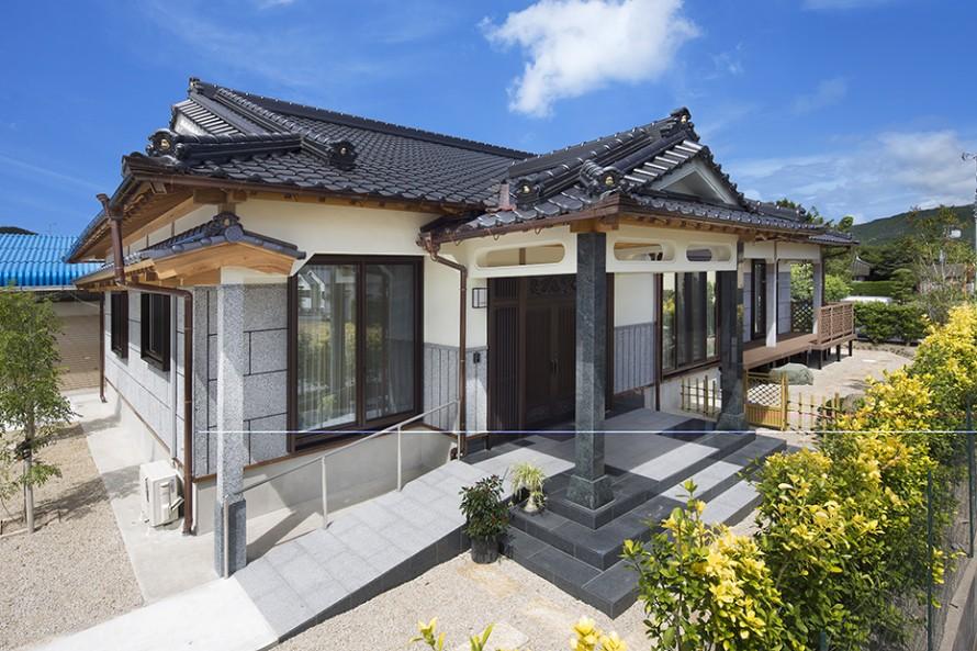 洗出し壁と二重屋根の高級住宅1