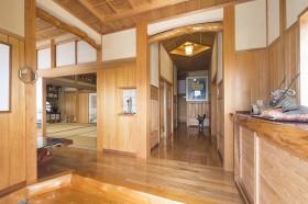 天然木材をふんだに使用した家4